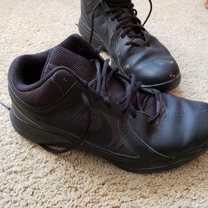 Size 10 Nike overplay viii